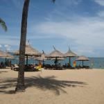 Der Strand an der Promenade von Nha Trang