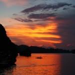 Tag 5 - Sonnenuntergang in der Halong-Bucht
